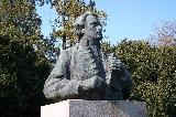 Kazinczy Ferenc mellszobra